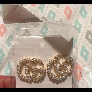 Pearly earrings